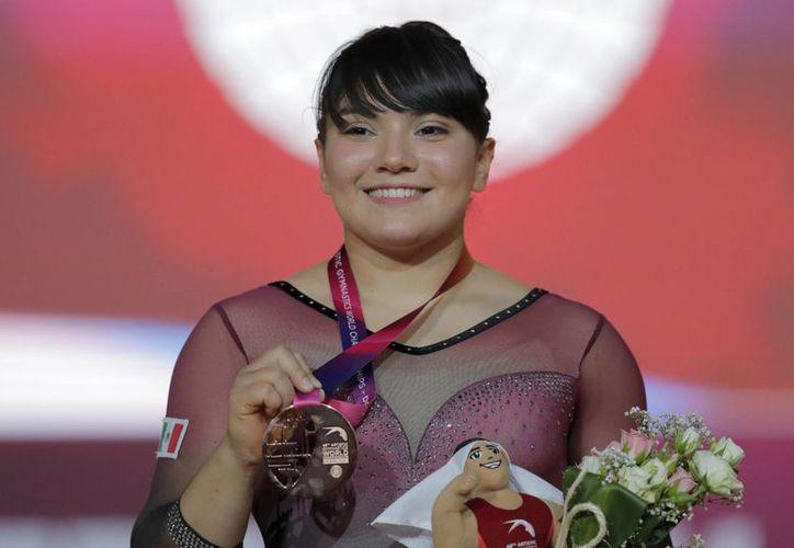 Alexa Moreno cruzó el planeta para colgarse una medalla histórica para México. (Foto: AP)