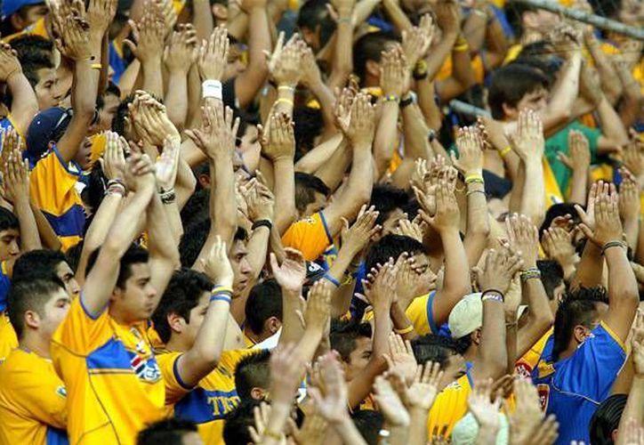 El partido entre Tigres y León, jugado en el estadio Universitario, fue el que mayor asistencia registró con un total 40 mil 800 personas. (Facebook)