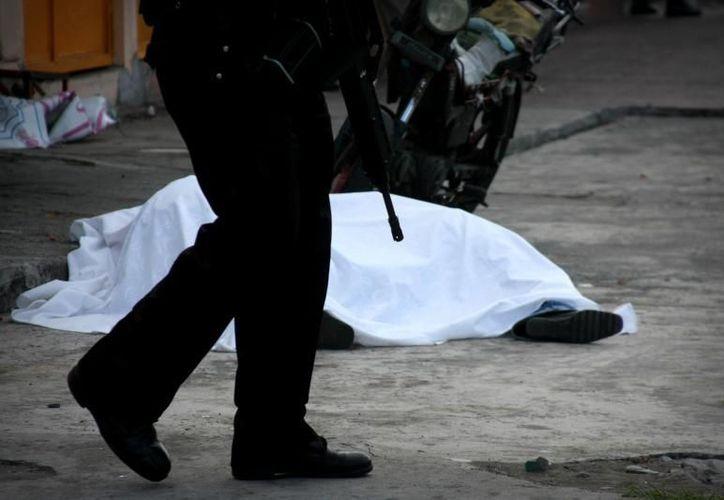 La crisis de seguridad durante el sexenio de Felipe Calderón habría dejado, de acuerdo con estimaciones, 344 mil 230 víctimas. (Archivo Notimex)