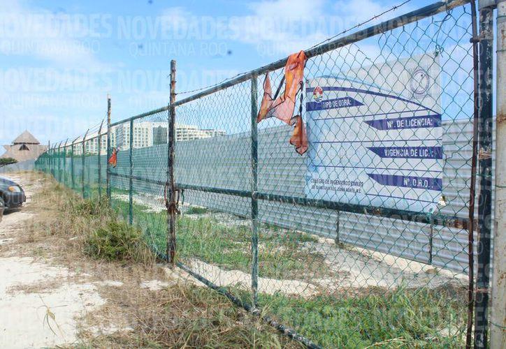 Está planeada la construcción del hotel frente a la playa pública Delfines. (Ivette Y Cos/SIPSE)