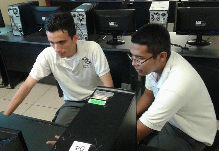 Los creadores del proyecto son estudiantes de Programación. (Israel Leal/SIPSE)
