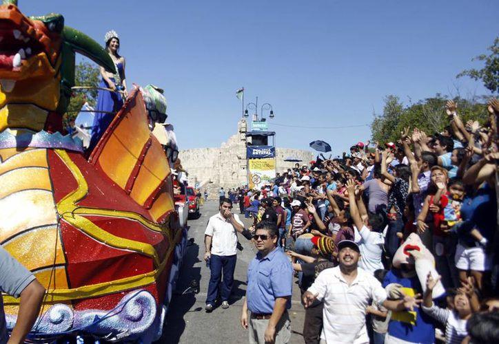 La propuesta plantea el acceso y el estacionamiento gratuito al recinto de la Feria, durante el Carnaval 2014. (Christian Ayala/SIPSE)