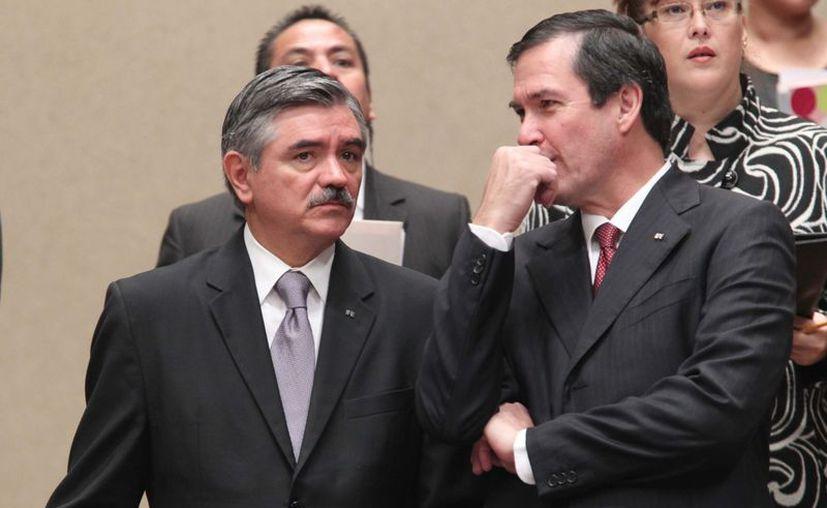 Leonardo Valdés Zurita (izquierda), consejero presidente del IFE, avaló la conclusión del Consejo General. (Notimex)