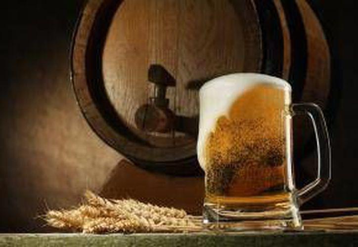 Cervecería Cuauhtémoc Moctezuma aspira a satisfacer con nuevos productos a consumidores más exigentes. (cuamoc.com)