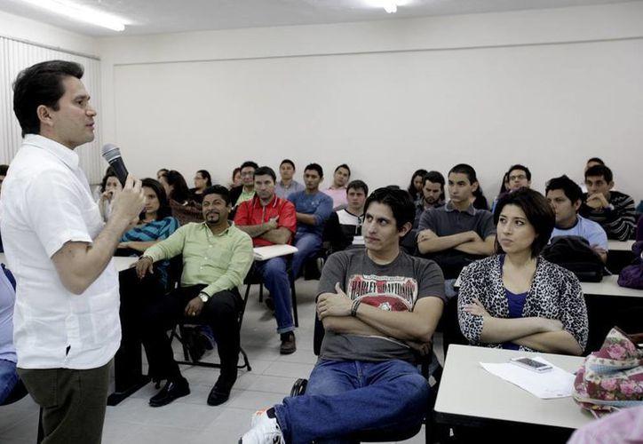 Explica Mauricio Sahuí en la Universidad Modelo bondades y aspectos generales de la Reforma Laboral. (Cortesía)