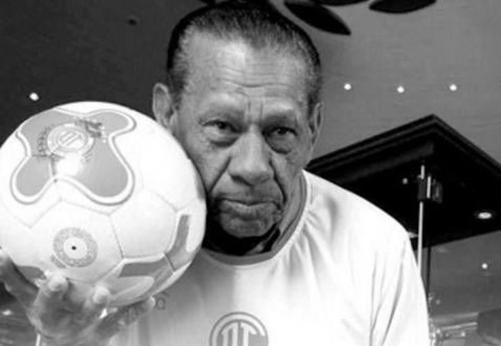 El goleador Amaury Epaminondas  llegó a México con el equipo Oro de Jalisco en 1962, para después formar parte de los Diablos Rojos del Toluca en 1966. (Twitter: Toluca FC)