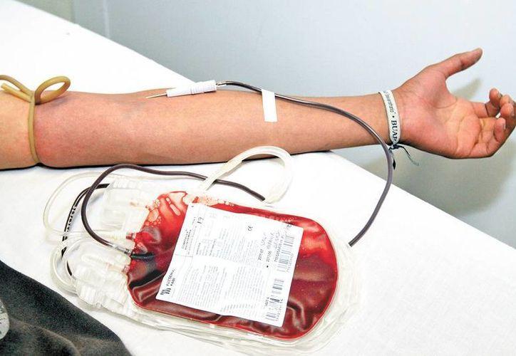 Piden que no se done sangre únicamente cuando la necesita algún familiar o conocido, sino que sea una práctica voluntaria, de carácter humanitario. (Notimex)