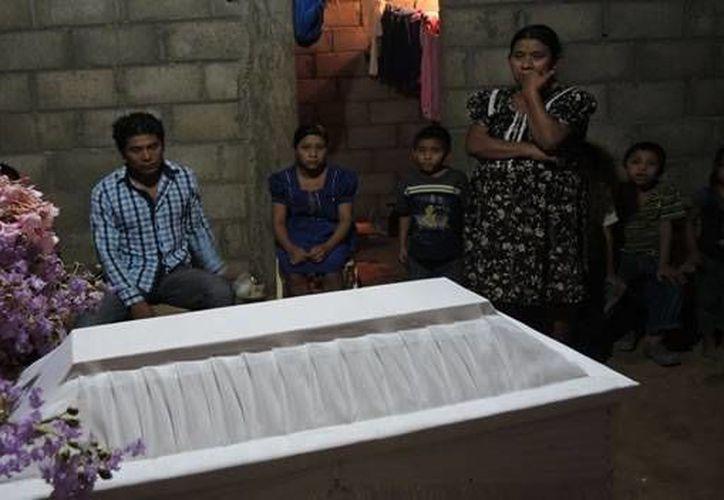 Las familias se negaron a que los médicos realicen la autopsia para determinar la causa de muerte de los menores. (CNN)