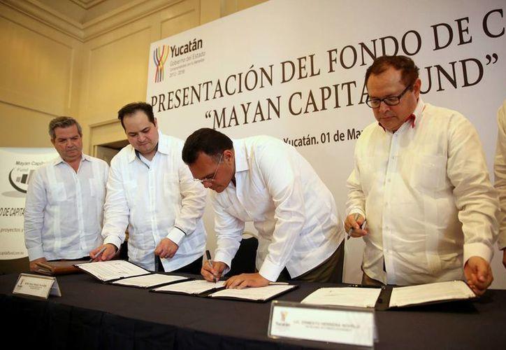 Con la firma de un convenio entre la Sefoe y Mayan Capital Fund se fortalece el sector de las micro, pequeñas y medianas empresas en Yucatán. (Foto cortesía del Gobierno de Yucatán)