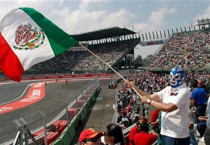 La FIA dio a conocer el calendario oficial de la temporada 2016 de Fórmula uno en la que destaca el cambio de fecha del Gran Premio de México, que pasa del 6 de noviembre al 30 de octubre. (AP)