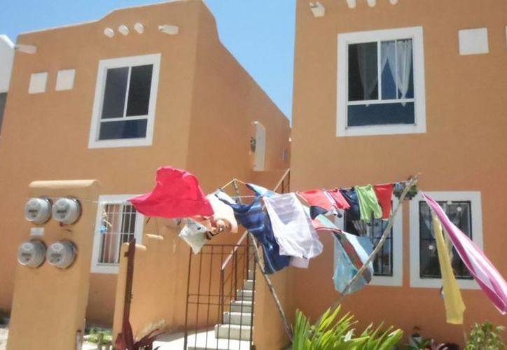 Vecinos del fraccionamiento Villas del Sol se organizaron entre sí para cuidar sus viviendas.  (Yesenia Barradas/SIPSE)
