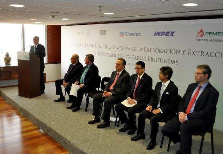 Aspecto de la reunión en que se formalizó la alianza de Pemex con las empresas estadounidense Chevron y japonesa Inpex, en la Ciudad de México, el 28 de febrero de 20917. (www.pemex.com)