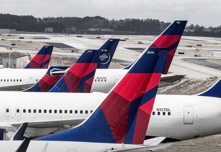 Delta Air Lines desalojó a una familia que intentó que colocar a uno de sus hijos en el asiento que fue comprado para otro que no voló ese día. (Delta.com)