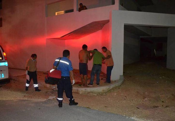Los dos hombres fueron atendidos por paramédicos, ninguno quiso ir al hospital. (Redacción/SIPSE)