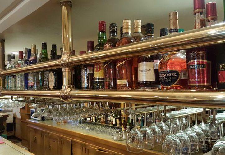 En Cancún se encontró un laboratorio en el que se elaboraba alcohol. (Israel Leal/SIPSE)