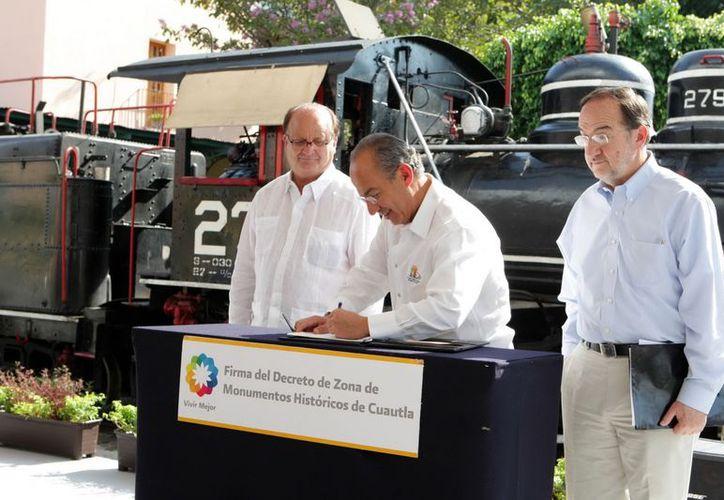 Calderón recomendó en Morelos impulsar los proyectos relacionados con el gas natural. (Notimex)