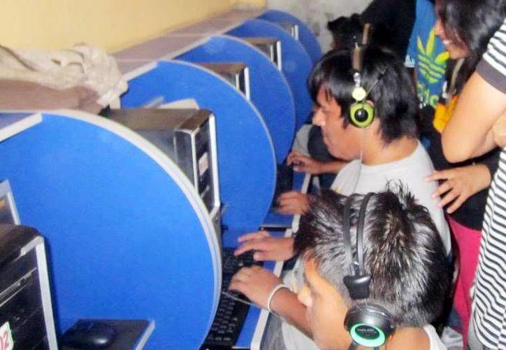 Al usar una computadora pública es recomendable e importante cuidar sus datos personales. (Milenio Novedades)