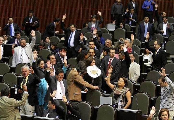 Partidos hicieron interpretaciones encontradas respecto a si el Presidente  pierde o mantiene su fuero con esta adecuación.(Agencias)