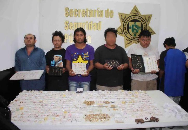 Seis sujetos, entre ellos dos menores de edad, fueron capturados por este violento atraco. (SSP)