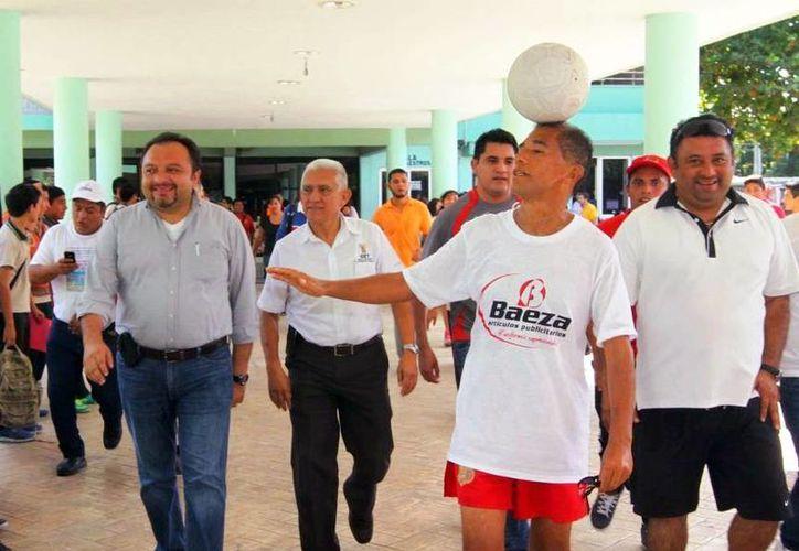 Imagen de la llegada del ingeniero Juan Márquez Nieto al al Centro de Estudios de la CTM. (Milenio Novedades)
