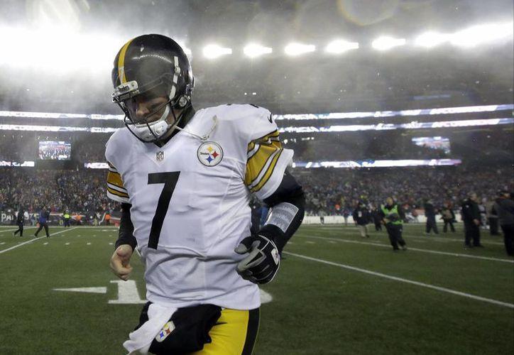 Ben Roethlisberger ha sido víctima de las lesiones, las cuales no le han permitido completar 10 de las 13 temporadas en la NFL.(Steven Senne/AP)