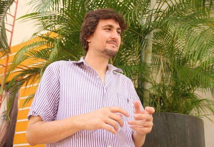 Miguel Rendón dio a conocer el futuro de una educación basada en el diálogo entre profesores y estudiantes. (Consuelo Javier/SIPSE)