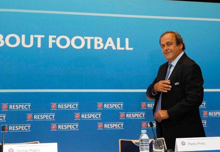 Michel Platini, exdirectivo de FIFA, no está en la lista final de candidatos a la dirigir el máximo organismo del balompié mundial. (Archivo/AP)