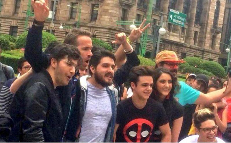 ¡Captan a Ryan Reynolds recorriendo la Ciudad de México en pesero!