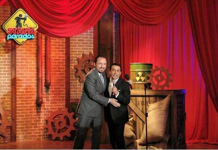 Gon Curiel en el programa STANDparados del canal Distrito Comedia, conducido por Adal Ramones. (Contexto/Internet)
