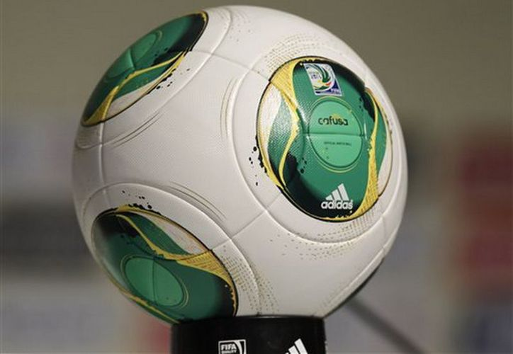 El balón llamado 'Cafusa' debuta en el partido entre Auckland City y Sanfrecce, en el Mundial de Clubles. (Agencias)
