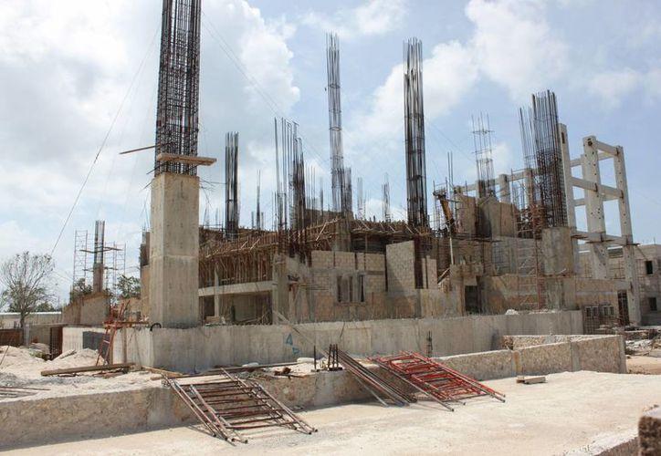 La construcción del Teatro de la Ciudad de Playa del Carmen ha avanzado en un 35%. (Daniel Pacheco/SIPSE)