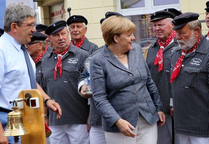 Angela Merkel se encuentra en China participando en la cumbre del G20. Mientras ella asiste a la importante reunión, su partido sufrió un duro revés electoral. (AP/Bernd Wuestneck)