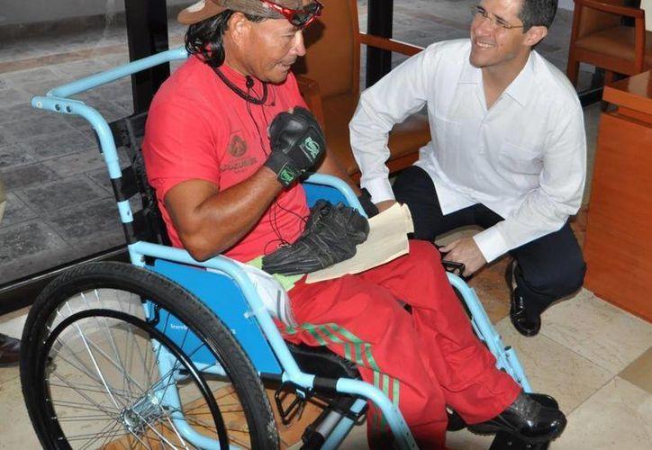 Carlos Mena García, beneficiado, expresó su agradecimiento por el apoyo. (Cortesía/SIPSE)