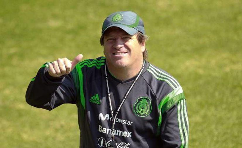 Según Miguel Herrera (foto), la falta de juego podría afectar el rendimiento de Alan Pulido, situación que podría excluirlo de las próximas convocatorias. (Archivo/SIPSE)