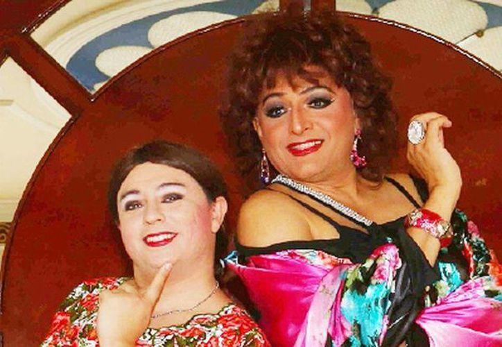 Tila María Sesto y Nani Namú protagonizan la obra 'Las Perras' que se presentará en el Teatro de Cancún. (Cortesía)