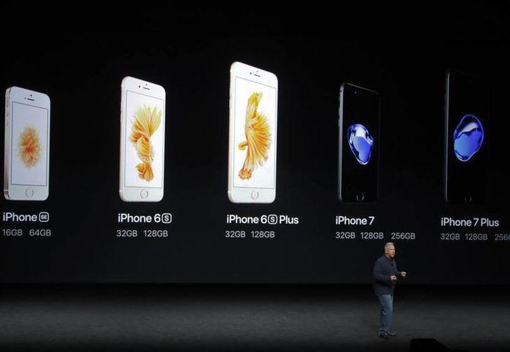 Tim Cook presentó el miércoles pasado en San Francisco el nuevo iPhone 7. (AP/Marcio Jose Sanchez)