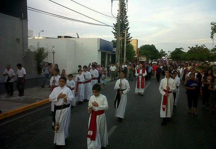 Al contingente que inició en el parque de Las Palapas se unió otro grupo. (Sergio Orozco/SIPSE)