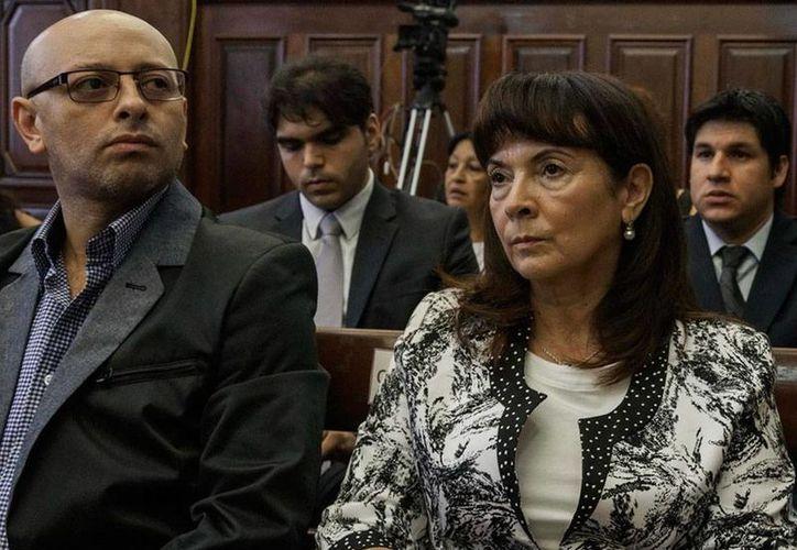 Susana Trimarco, madre de la víctima María de los Ángeles 'Marita' Verón. La acompaña su hijo y hermano de Marita, Horacio Verón. (Efe)