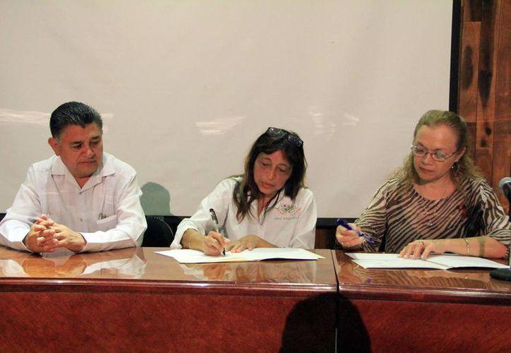 Los representantes de Dona Esperanza y Fundación Prometanephros, que trabajan de forma coordinación. (José Acosta/SIPSE)