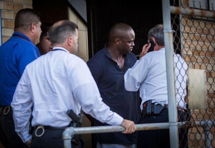 Shannon J. Miles, de 30 años de edad, fue detenido, tras dispararle a un policía, en un gasolinera de Houston, Texas. (AP)