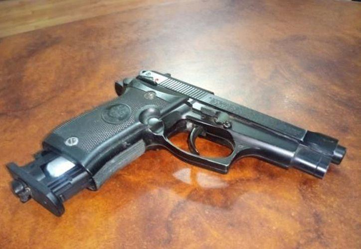 El menor llevó una pistola de gas comprimido a la escuela. (López Dóriga Digital)