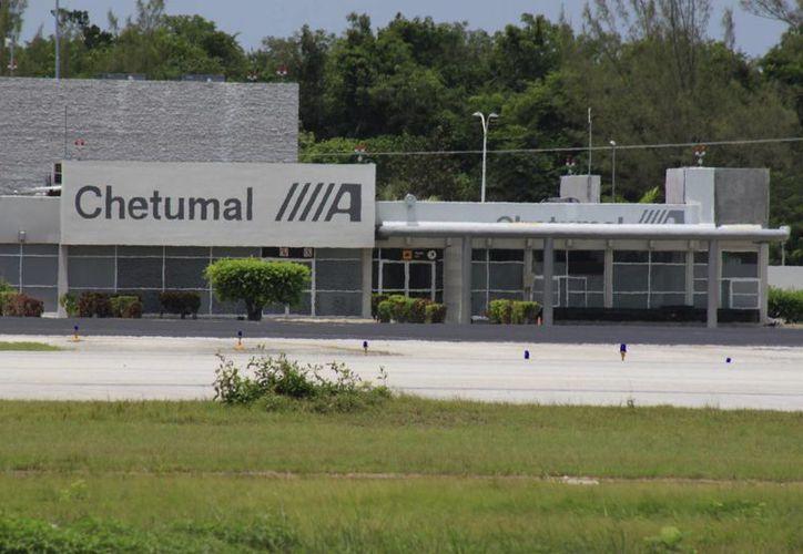 Las autoridades aeroportuarias ha mantenido total hermetismo respecto a la cancelación de vuelos. (Archivo/SIPSE)