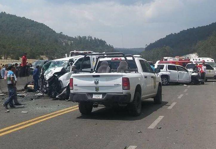 El accidente en la carretera Durango-Mazatlán, dejó además,  seis lesionados. (Foto: uepcdurango/Twitter)