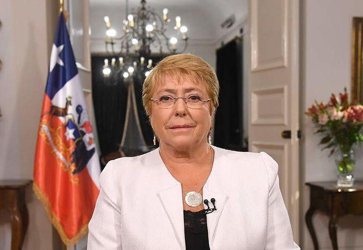 El proyecto de Michelle Bachelet establecerá nuevos derechos y garantizará los avances de la actual constitución. (Presidencia de Chile)
