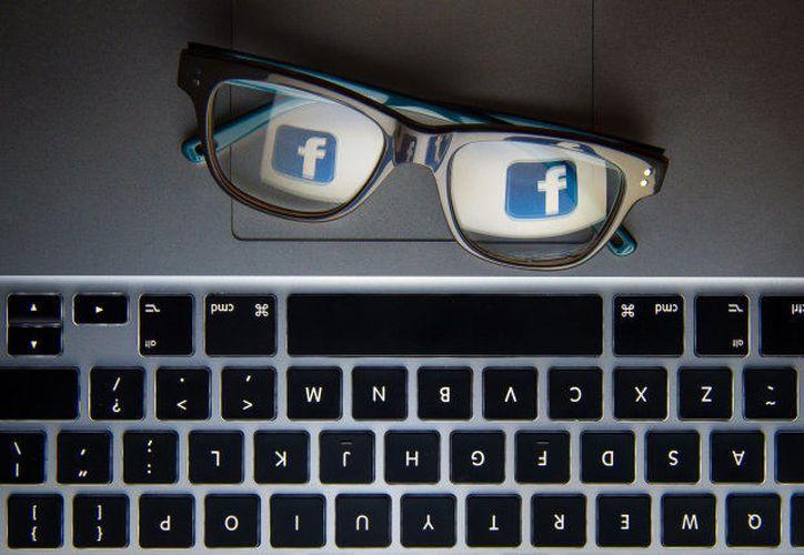 Facebook se halla en el top 10 de sitios más utilizados para comprar en categorías de moda y electrónicos. (Excélsior)
