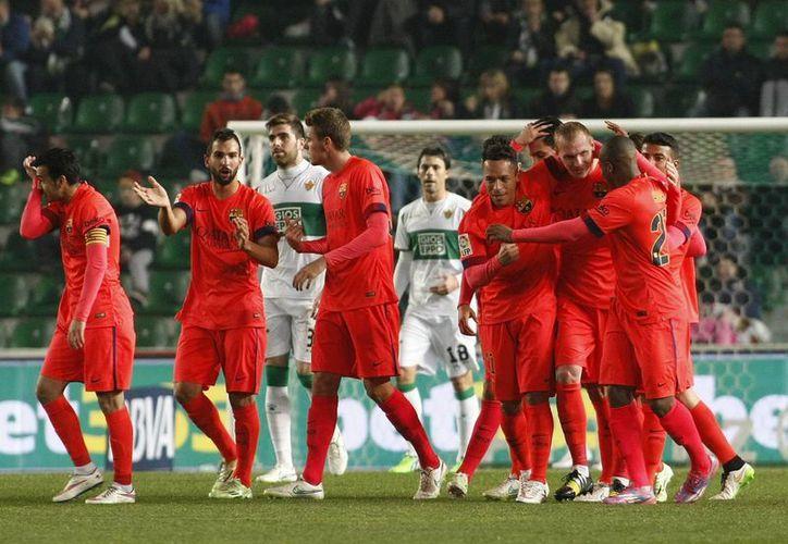 Con goles de Jeremy Mathieu, Sergi Roberto y Pedro Rodríguez en el primer tiempo, y de Adriano Correia al cierre del partido, Barcelona goleó otra vez a  Elche y avanzó entres los ocho mejores equipos en la Copa del Rey. (EFE)