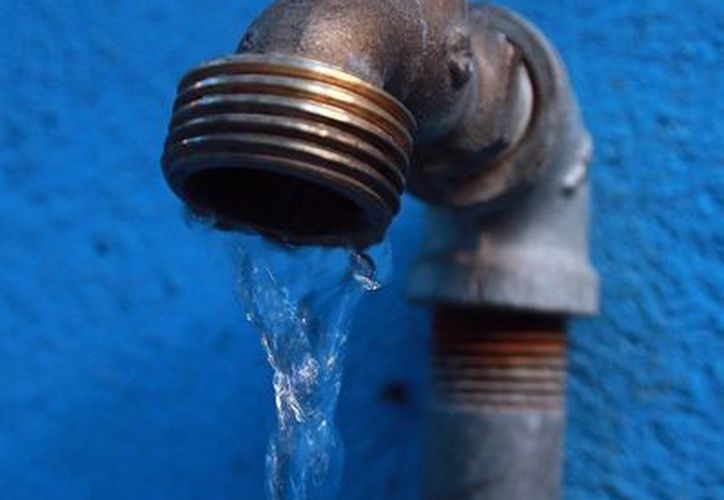"""La calidad de agua que se extrae de las profundidades de este pozo es """"bastante buena"""". (Archivo/Notimex)"""