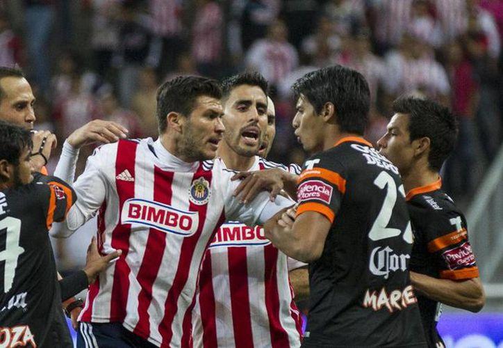 Buen juego se espera esta noche en el estadio de Chivas, cuando los rojiblancos reciban a los Tuzos del Pachuca. (Archivo/ Mexsport)