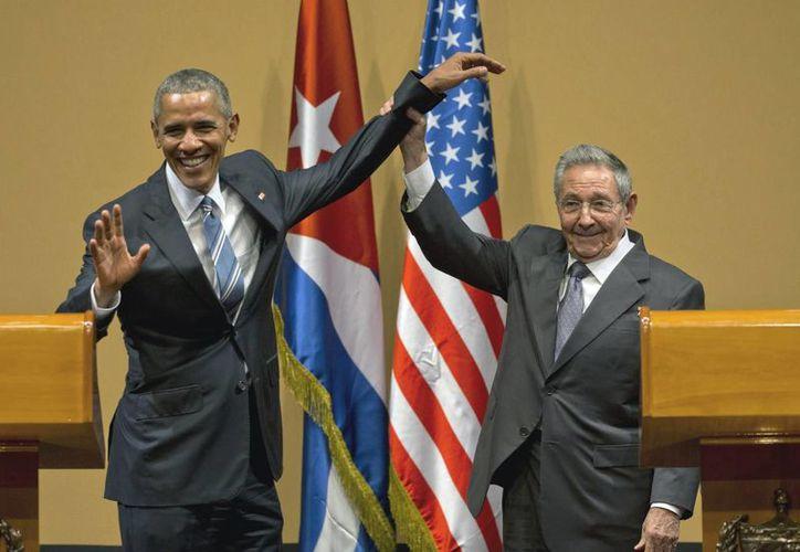 Los presidentes de EU y Cuba, Barack Obama y Raúl Castro, el 21 de marzo del año en curso en el Palacio de la Revolución, en La Habana, Cuba. (AP)