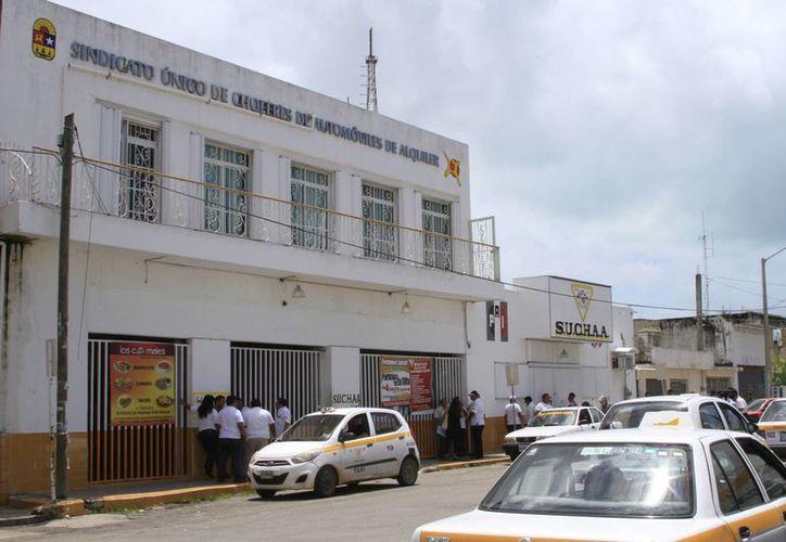 El Sindicato de Taxista adeuda, más de cinco millones de pesos. (Ángel Castilla/SIPSE)